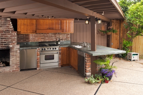 Enhance outdoor dining with travertine