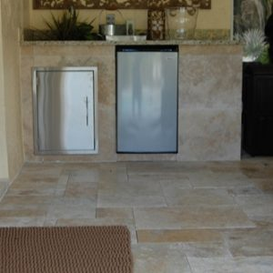 Make your travertine floor shine: A few tips on polishing tiles