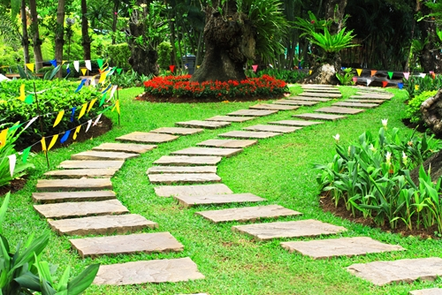 There are a few tips to keep in mind when planning your walkway with travertine pavers!