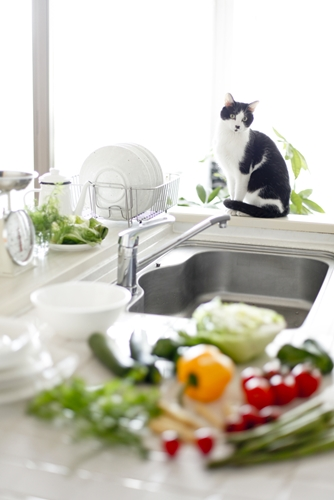 Tips for decorating a tricky kitchen